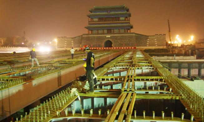 北京永定门南广场钢箱梁连续顶推工程