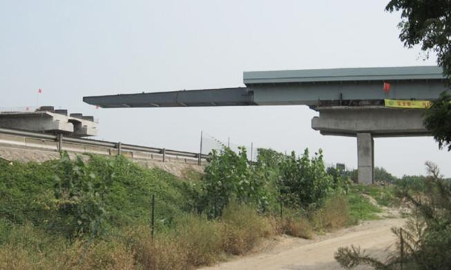 上海嘉定嘉盛公路钢箱梁顶推施工