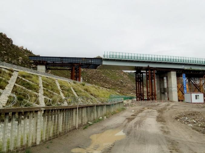 拉萨环城跨青藏铁路桥梁顶推