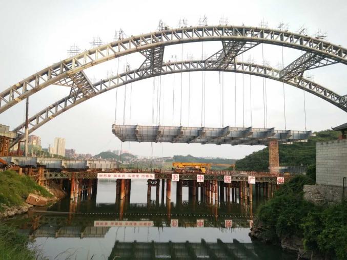 贵阳龙凤桥钢箱梁吊装工程