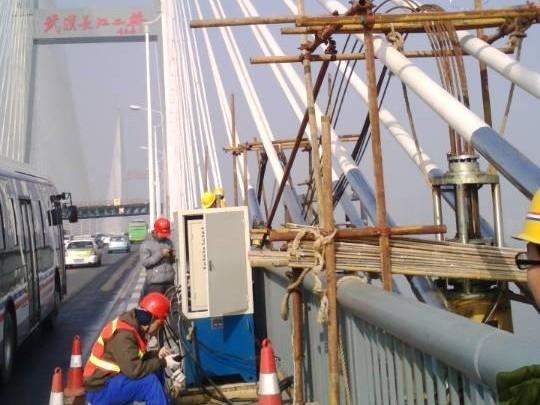 武汉长江二桥维护钢结构提升及下放工程