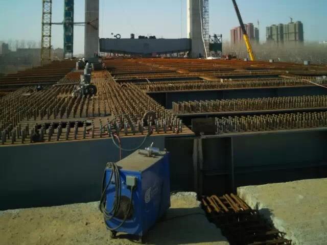 徐州市新沂沭河大桥桥塔连系横梁提升工程